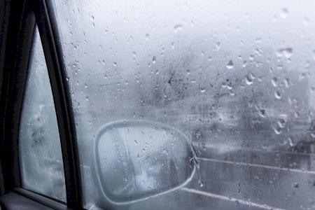 Com tanto frio no ar, saiba como os vidros desembaciar!