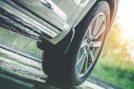 Conhece os perigos da chuva para si e para o seu automóvel?