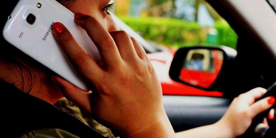 Telemóvel ao volante, perigo na estrada constante!