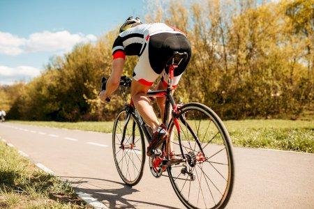 Que cuidados deve ter em estradas com ciclistas?